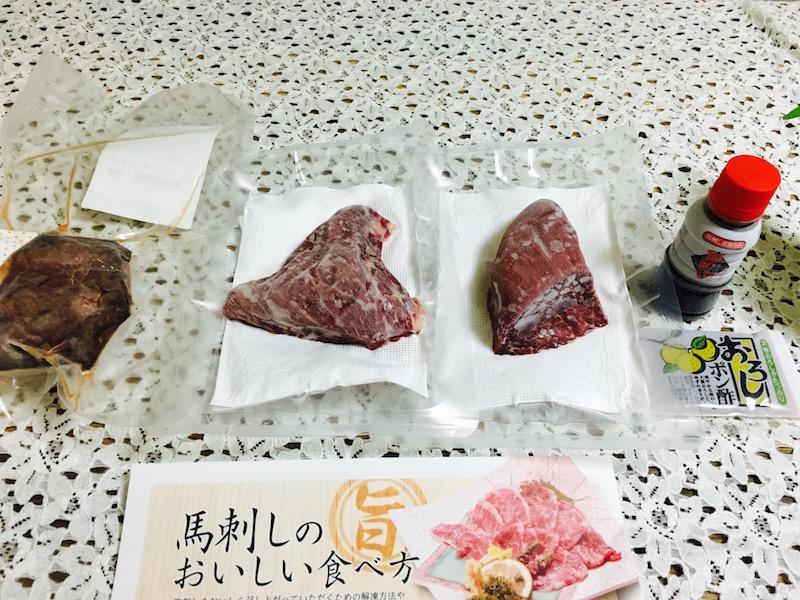 写真:菅乃屋の馬刺し桜セット